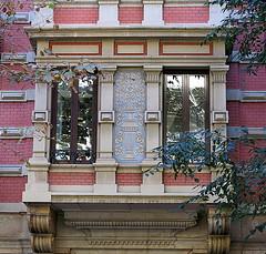 A classical oriel, Barcelona (Spencer Means) Tags: dwwg window oriel column classical style facade façade dreta eixample barcelona catalonia catalunya spain building apartment flat