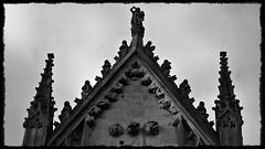 15 - Reims - Basilique Saint-Remi - Façade, Détail (melina1965) Tags: reims marne grandest octobre october 2017 nikon d80 noiretblanc blackandwhite bw église églises church churches sculpture sculptures façade façades nuage nuages cloud clouds ciel sky basreliefs basrelief