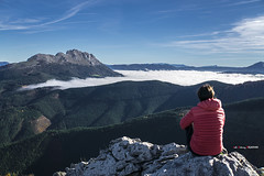 Udalaitz Andastotik (Jabi Artaraz) Tags: jabiartaraz jartaraz zb euskoflickr andasto udalaitz montaña niebla nature