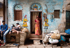 Colorful lane of Varanasi... India 2017 (geolis06) Tags: geolis06 asia asie inde india uttarpradesh varanasi benares inde2017 olympus rue street olympuspenf olympusm1240mmf28 peinture painting ambience ambiance streetart color couleur colored colorful