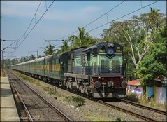 12257 Garib Rath Express (Gautham Karthik) Tags: train indian railways india kerala veli garib rath diesellocomotive alco trainspotting yeshwantpur