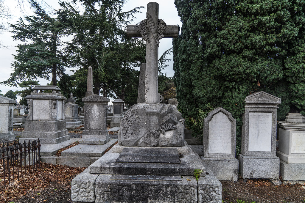MOUNT JEROME CEMETERY IS AN INTERESTING PLACE TO VISIT [IT CLOSES AT 4PM]-134311