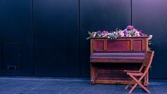 London, U.K. (DiSorDerINaMirrOR) Tags: london londoncity londra londres uk streetview streetphotography streetstyle england sony sonyalpha6000 sonyalpha sony6000 november wanderlust lovelondon piano klavier