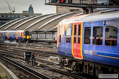 LondonWaterlooRailStation2017.10.31-46 (Robert Mann MA Photography) Tags: londonwaterloorailstation londonwaterloostation londonwaterloo waterloorailstation waterloostation waterloo lambeth londonboroughoflambeth london greaterlondon station trainstation trainstations railwaystation railstation railwaystations railstations railway railways architecture train trains city centre cities londoncitycentre 2017 tuesday autumn 31stoctober2017 networkrail networkrailwaterloo southwesttrains southwesternrailway class450 desiro class450desiro class444 class444desiro class707 desirocity class707desirocity class458 juniper class458juniper class455 class456 class159 southwesternturbo class159southwesternturbo