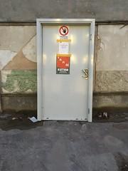 staged door (rotabaga) Tags: sverige sweden göteborg gothenburg chalmers pentax k5