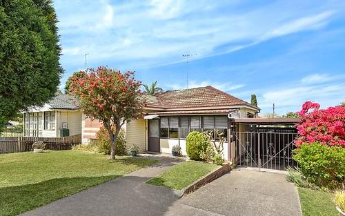 4 Macdonnell Av, Fairfield West NSW 2165
