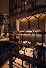 _DSC2470 (fdpdesign) Tags: design fdpdesign italia italy furniture led lights milano milan shopdesign sushi bar cocktails legno wood cerdisa ora neta specchio specchi 2017