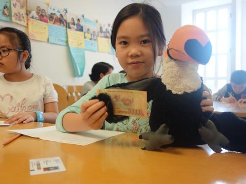 Pelico se familiarise avec la monnaie vietnamienne