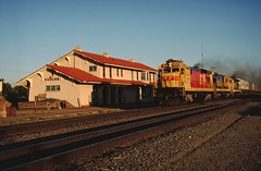 ATSF 9541 East at Vaughn, NM July 3, 1988 (blupenny99) Tags: atsf santaferwy trains railroads depot station vaughnnm newmexico