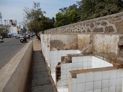 Urinals, Station Road, Bijapur (John Steedman) Tags: bijapur vijayapura karnataka india बीजापुर विजयपुरा कर्नाटक भारत ಬಿಜಾಪುರ ವಿಜಯಪುರ ಕರ್ನಾಟಕ ಭಾರತ urinal urinals publicconvenience