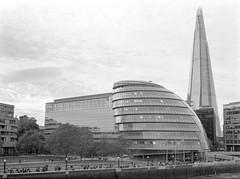 City Hall, London (davehyper) Tags: davehyper steamer city hall london mamiya 645 super 45mm sekor c lens ilford delta 100 film photography bw dave chapman dj