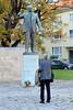 4265 Denkmal für Ernst Thälmann am Buchenwaldplatz in Weimar. Thälmann war der Vorsitzende der Kommunistischen Partei Deutschlands und Reichstagsabgeordneter von 1924 - 1933; er wurde 1944 im KZ Buchenwald ermordet. Bildhauer Walter Arnold - 1958. (stadt + land) Tags: denkmal ernstthälmann buchenwaldplatz thälmann vorsitzender kommunistische partei deutschland reichstagsabgeordneter 1944 ermordet bildhauer walter arnold 1958 konzentrationslager buchenwald kz weimar arbeitslager gröstes deutschen boden thüringen