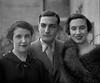 Album de família (© Portimagem) Tags: portugal patrimónionacional historia retrato amadora família mãe glamour irmão irmãs