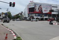 Sridonchai Road (Chiang Mai, Thailand) (courthouselover) Tags: thailand เมืองไทย mueangthai ประเทศไทย prathetthai siam สยาม kingdomofthailand ราชอาณาจักรไทย ratchaanachakthai chiangmai เชียงใหม่ เทศบาลนครเชียงใหม่ chiangmaiprovince จังหวัดเชียงใหม่ asia southeastasia associationofsoutheastasiannations asean အရှေ့တောင်အာရှနိုင်ငံများအသင်း samahanngmgabansasatimogsilangangasya perhimpunanbangsabangsaasiatenggara សមាគមប្រជាជាតិអាស៊ីអាគ្នេយ៍ ສະມາຄົມປະຊາຊາດແຫ່ງອາຊີຕະເວັນອອກສຽງໃຕ້ persatuannegaraasiatenggara 东南亚国家联盟 தென்கிழக்காசியநாடுகளின்கூட்டமைப்பு สมาคมประชาชาติแห่งเอเชียตะวันออกเฉียงใต้ hiệphộicácquốcgiađôngnamá