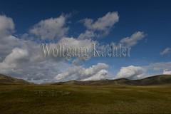 30100961 (wolfgangkaehler) Tags: 2017 asia asian centralasia mongolia mongolian hustai hustainationalpark hustainnuruunationalpark landscape scenery scenic hill hills hilly cloud clouds cloudy grass grassland grasslands