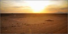 bon, l'Ouest est en face, tourne à gauche nous allons vers le Sud ! (Save planet Earth !) Tags: iran voyage travel amcc nikon sunset