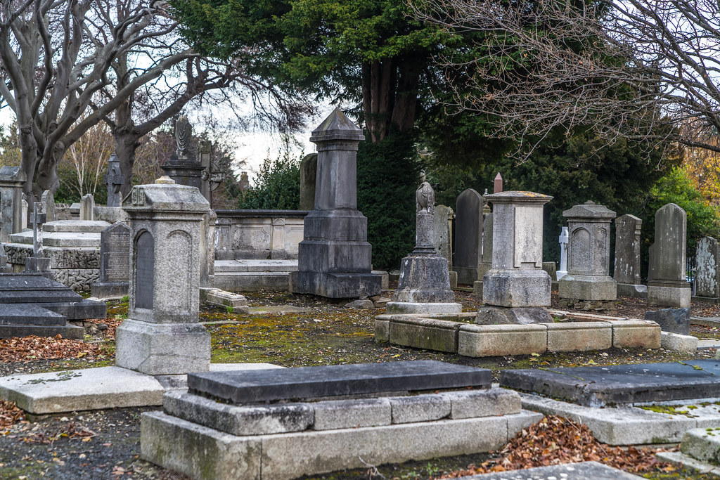MOUNT JEROME CEMETERY IS AN INTERESTING PLACE TO VISIT [IT CLOSES AT 4PM]-134299