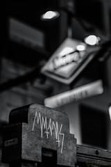 firma metro 2 (profesorxproyect) Tags: madrid centrodemadrid lavapies bw byn blackandwhite blancoynegro bn callejera streetphotography d7100 50mm spain españa street graffiti firma signature