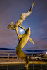 Girl with a Dolphin (London) (Ondablv) Tags: girl with dolphin moon statue delfino donna abbraccio luna brigde tower londra bridge notturna night ondablv notte sera