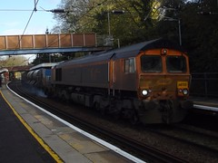 Leaf-buster: 66723/66710 3S81 Stansted Mountfitchet 10/11/17 (TheStanstedTrainspotter) Tags: waml westanglia westangliamainline unitedkingdom united stanstedmountfitchet trains uk train stanstedairport stansted sign railways rail railway platform mountsorrel nationalexpresseastanglia new nxea mountfitchet londonliverpoolstreet locomotive london engineering engliswelshscottish greateranglia ga englishwelshscottish freight ews essex england engineers diesellocomotive dmu emu dbschenker dbs crosscountrytrains crosscountry class170 class317 colasrail cambridge britishrailways britishrail britain br nr firstcapitalconnect ely abelliogreateranglia class66 66723 66710 chinook 3s81 gbrailfreight gbrf broxbournedntampsdggbf networkrail broxbourne rhtt railheadtreatmenttrain