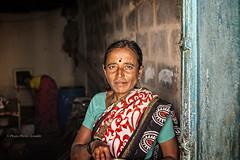 PATTADAKALL: PORTRAIT DE FEMME (pierre.arnoldi) Tags: inde india pierrearnoldi karnataka pattadakall photoderue photocouleur photooriginale canon6d on1raw tamron
