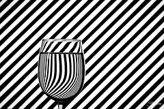 Refracción (Silvia Illescas Ibáñez) Tags: refraction blackandwhite blancoynegro copa cup agua water reflreaction photography trick truco fotografia rayas lineas contraste