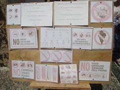 20170809_039 (a1pha_gr) Tags: greece dodecanese rhodes lindos ελλάδα δωδεκάνησα ρόδοσ λίνδοσ εκκλησία church ταμπέλα πινακίδεσ sign labels text κείμενο απαγορεύσεισ prohibition