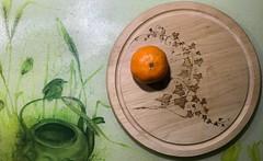 0877 Orange (Andy - Busyyyyyyyyy) Tags: bbb ccc choppingboard fff food fruit ggg glass iii ivy ooo orange pattern photostream wood www xxx xylopyrography