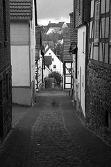 Gasse / Alley (Loma_80) Tags: street bw city stadt altstadt