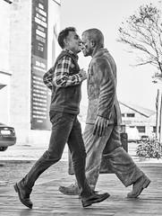 _IMG3688 Encontros (Rafael Ojea) Tags: pentax pentaxk1 street vigo rafaelojea blancoynegro bw bn estatua instantedecisivo