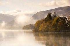 Morning Mist (Tracey Whitefoot) Tags: 2017 tracey whitefoot lake district lakes cumbria derwent water derwentwater mist misty autumn fall autumnal calm still golden warm tones atmosphere atmospheric