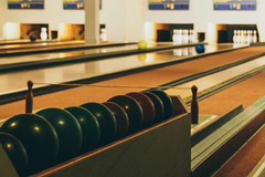 At the bowling hall (Herr Nergal) Tags: fz1000 lumix panasonic pfalz deutschland center parcs sensor kugel bowling fun game lanes indoor light kegelbahn bowlingbahn kegel