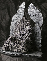 Diorama Games of Throne (theworldofdolls) Tags: blythe diorama blythephotography roombox dolldiorama blythediorama games throne