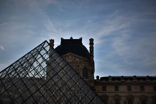 El Louvre y sus nubes