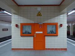 Cheeese (Cydracor) Tags: cheese orange verkehr traffic bahn cydracor panasonictz71 panasonic lumixtz71 tz71 lumix nordbahnhof sbahn berlin