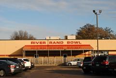 River Rand Bowl - Des Plaines, Illinois (Cragin Spring) Tags: illinois il midwest unitedstates usa unitedstatesofamerica sign desplaines desplainesil desplainesillinois building bowling bowlingalley riverrandbowl