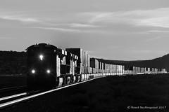 _MG_8033.jpg (Reed Skyllingstad) Tags: atsf arizona bnsf burlingtonnorthernsantafe es44c4 eastbound evolution ge generalelectric intermodal outdoors outside railroad railway stacktrain train unitedstatesofamerica