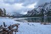 Lake Minnewanka LR 345 (1 sur 1) (gri_mountainlakes) Tags: lakeminnewanka décembre neige banff lac