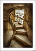 El caracol de la escalera (V- strom) Tags: portugal tomar arquitectura arquitecture convento convet caracol escaleras stairs snail nikon nikon2470 nikon50mm nikond700 irix15mm piedra stone luz light ventana window viaje travel texturas textures historia