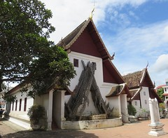 Wihan at Wat Buppharam (Chiang Mai, Thailand) (courthouselover) Tags: thailand เมืองไทย mueangthai ประเทศไทย prathetthai siam สยาม kingdomofthailand ราชอาณาจักรไทย ratchaanachakthai chiangmai เชียงใหม่ เทศบาลนครเชียงใหม่ chiangmaiprovince จังหวัดเชียงใหม่ asia southeastasia associationofsoutheastasiannations asean အရှေ့တောင်အာရှနိုင်ငံများအသင်း samahanngmgabansasatimogsilangangasya perhimpunanbangsabangsaasiatenggara សមាគមប្រជាជាតិអាស៊ីអាគ្នេយ៍ ສະມາຄົມປະຊາຊາດແຫ່ງອາຊີຕະເວັນອອກສຽງໃຕ້ persatuannegaraasiatenggara 东南亚国家联盟 தென்கிழக்காசியநாடுகளின்கூட்டமைப்பு สมาคมประชาชาติแห่งเอเชียตะวันออกเฉียงใต้ hiệphộicácquốcgiađôngnamá