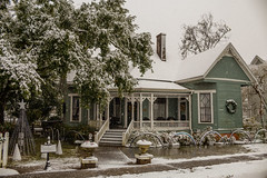 1st house on the left (Mr. Greenjeans) Tags: zachary downtown historicdistrict louisiana snow snow2017 architecture building christmas christmasspirit