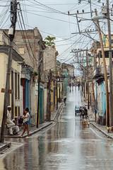 Regen (Augenmerker) Tags: cuba regen glanz sonnenschein elektrik street santiagodecuba menschen strase