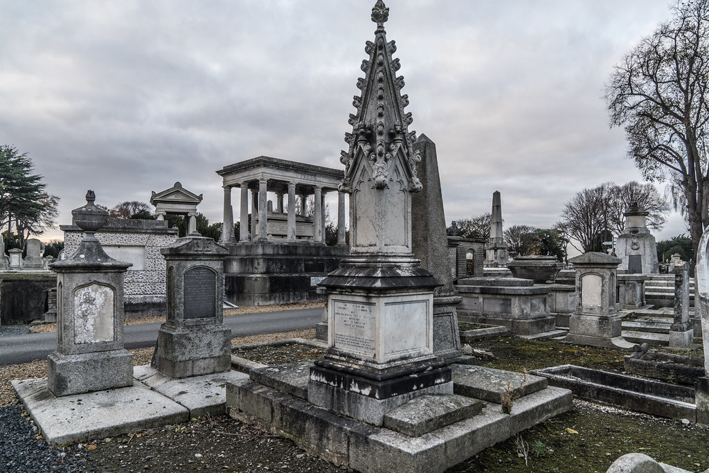 MOUNT JEROME CEMETERY IS AN INTERESTING PLACE TO VISIT [IT CLOSES AT 4PM]-134361