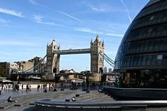 London city hall and Tower Bridge (Juliotrlima) Tags: londres london england inglaterra unitedkingdom reinounido europa europe londoncityhall towerbridge canon markiii 2470