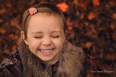 Sophia (Kasia Nowacka) Tags: portret autumn colours childrenphoto children red fun por portr portrait