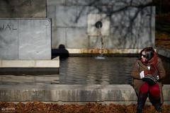 ¿Qué había ahí? (-COULD 2.0) Tags: spain madrid 85mm fe alpha7 social street park parque otoño sony 18 sonyfe85mm18