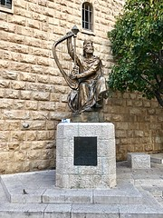 26 - Dávid Király szobra  / Socha kráľa Dávida
