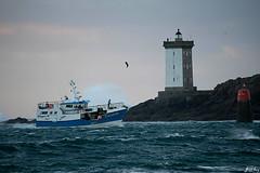 Retour de pêche (Jakezjr) Tags: france bretagne finistere leconquet kermorvan phare peche
