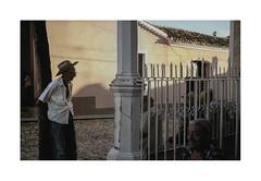 Old friends.    ( Trinidad )  2003 (José Luis Cosme Giral) Tags: oldfriends travel street people olympus xa2 ektachrome100 scanned 2003 trinidad cuba