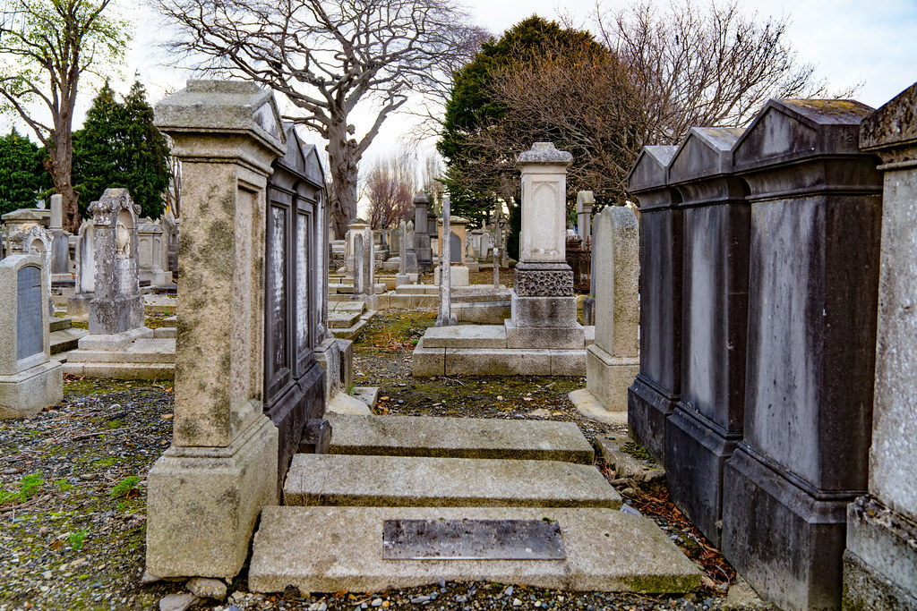 MOUNT JEROME CEMETERY IS AN INTERESTING PLACE TO VISIT [IT CLOSES AT 4PM]-134292